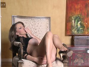 steaming Jenna Presley frolicking with her jiggly pinkish moist gash until she pops