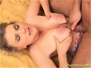 round unshaved mommy gets insatiable plowed