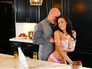 Luna starlet plumbs her fabulous guy on the kitchen worktop