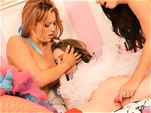 lezzy 3way with Taylor, Emily, and Jayden