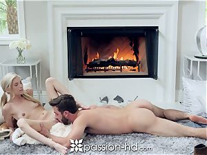 PASSION-HD Winter poke in front of the fire