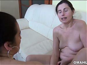 spectacular grannie enjoys dildo in her cunt