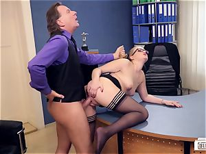 arses BUERO - luxurious German assistant pulverized by boss