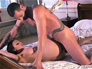 Aletta Ocean - growling subjugated meets his tormentor from work
