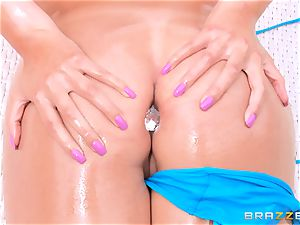 Kylie Sinner interchanges backside butt-plug for her stepbrothers manstick