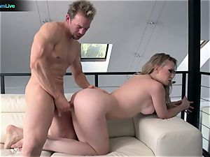 Kagney Linn Karter gulps all Erik Everhard's load