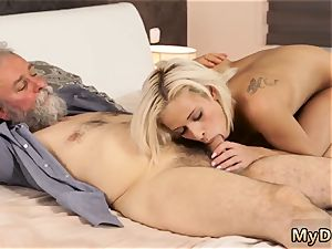 cougar hd babe first-ever time Surprise your girlfriend and she will boink with your dad