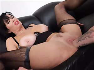dumping black-haired Veronica Avluv vulva inserted and fisted