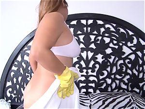 OPERACION LIMPIEZA - curvaceous Latina maid humped deep