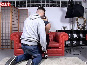 Spanish sex industry star tempts random man into hook-up on cam