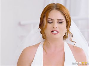 fabulous sandy-haired Lennox Luxe fucked in her wedding dress