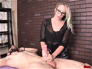 expert masseur Knows What Her customer Wants