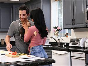 Gina Valentina enjoys filthy kitchen hookup