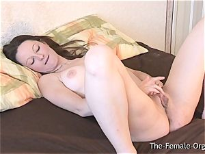 hefty PussyLips stunner stimulates to strong ejaculation Contractions
