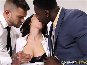 ebony Immigration Officer Wants Valentina Nappi's culo